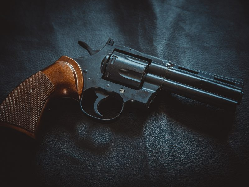 Policija pradėjo du ikiteisminius tyrimus dėl nelegalaus ginklų laikymo