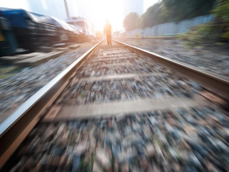 Kazlų Rūdoje traukinys mirtinai sužalojo ant bėgių buvusį vyrą
