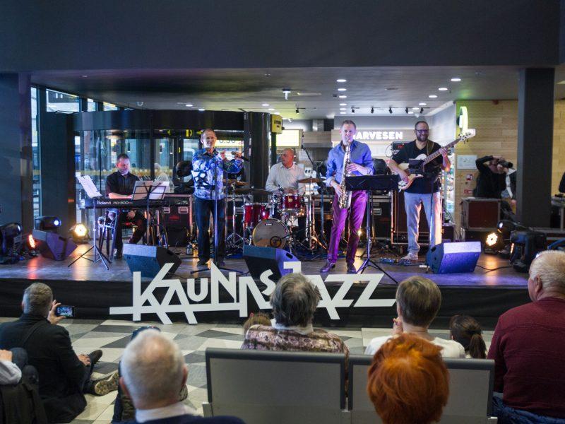 """""""Kaunas Jazz"""" koncertas autobusų stotyje"""
