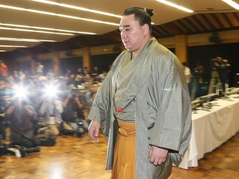 Varžovą aptalžęs Japonijos sumo didysis čempionas nutraukė karjerą