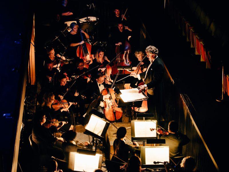 """Muzikinio teatro orkestras artėjančių Velykų liturgiją pradės su """"Requiem"""""""