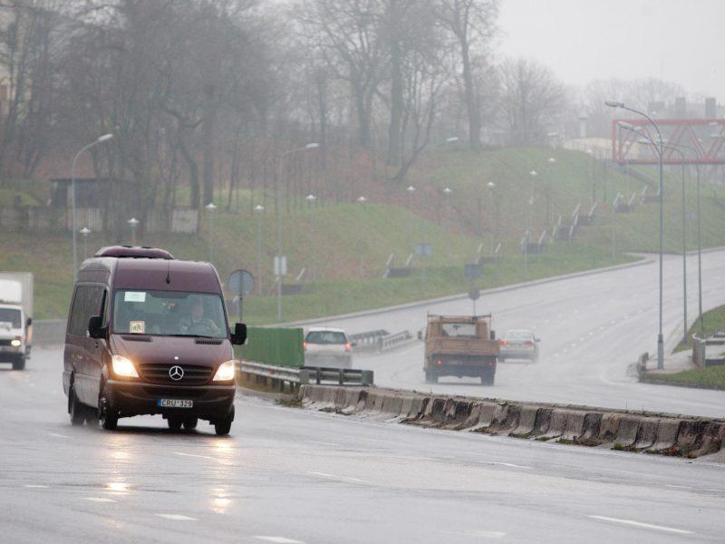 Telšių, Šiaulių, Utenos ir Vilniaus apskrityse eismo sąlygas sunkina