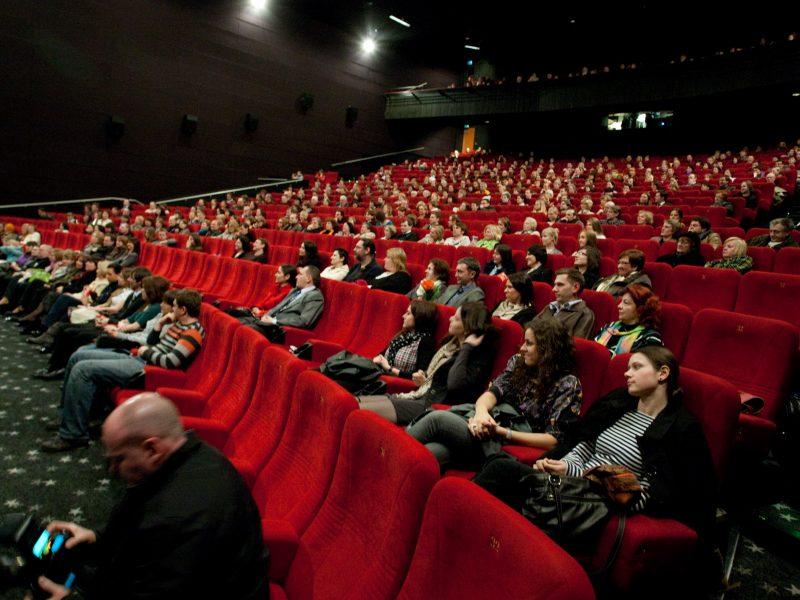 """""""Forum Cinemas"""" už kartelinį susitarimą gavo 1,4 mln. eurų baudą"""