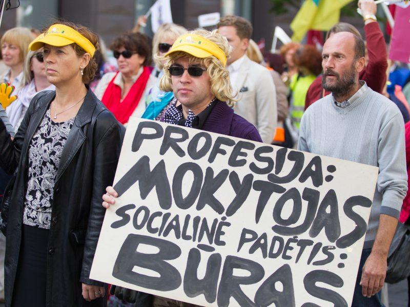Prezidentė: mokytojų algų reforma stumiama jėga
