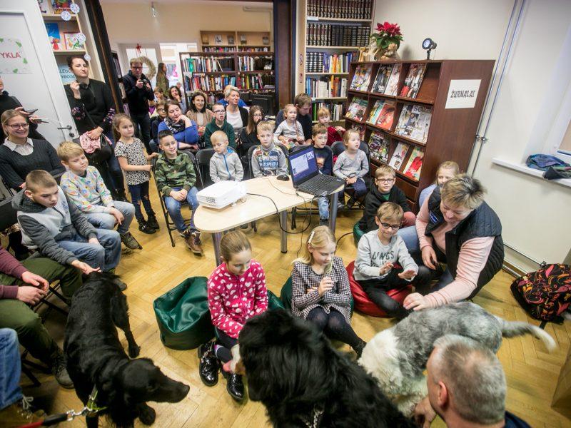 Bibliotekoje - skaitymai su šunimi