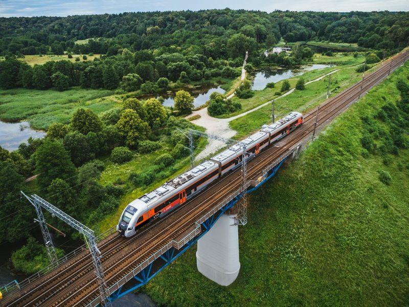 Kartu su pavasariu grįžta traukiniai: atnaujinami reisai