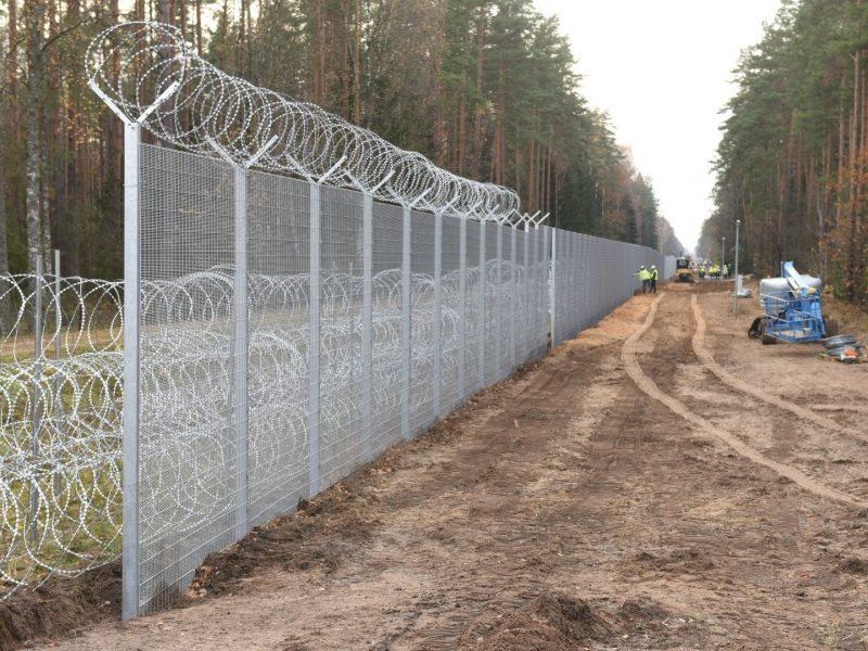 Pasienyje su Baltarusija sumontuoti pirmieji tvoros segmentai