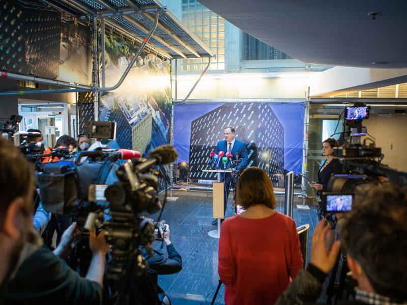 Spaudos konferencija dėl V. Sutkaus ir M. Zalatoriaus sulaikymo