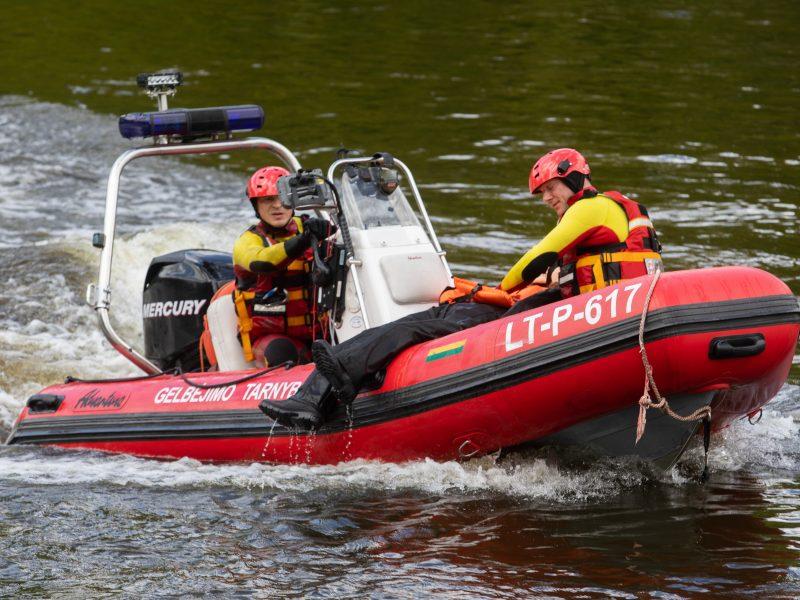 Skęstančiojo gelbėjimo operacija Neries upėje