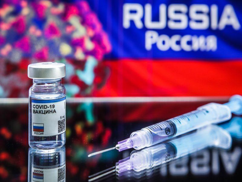 """V. Putinas: Rusija įregistravo """"pirmąją"""" vakciną nuo koronaviruso"""