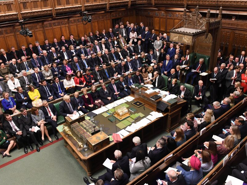 """Britanijos parlamentas balsavimu vėl atidėjo galutinį sprendimą dėl """"Brexit"""""""