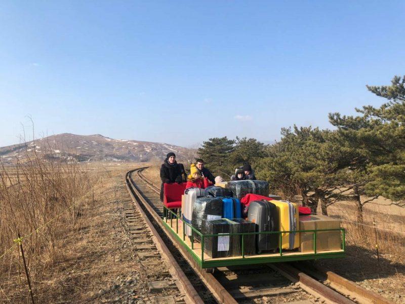 Rusijos diplomatams iš Šiaurės Korėjos teko grįžti stumiant geležinkelio dreziną