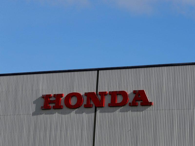 """Th. May: dėl """"Honda"""" gamyklos uždarymo negalima kaltinti """"Brexito"""""""