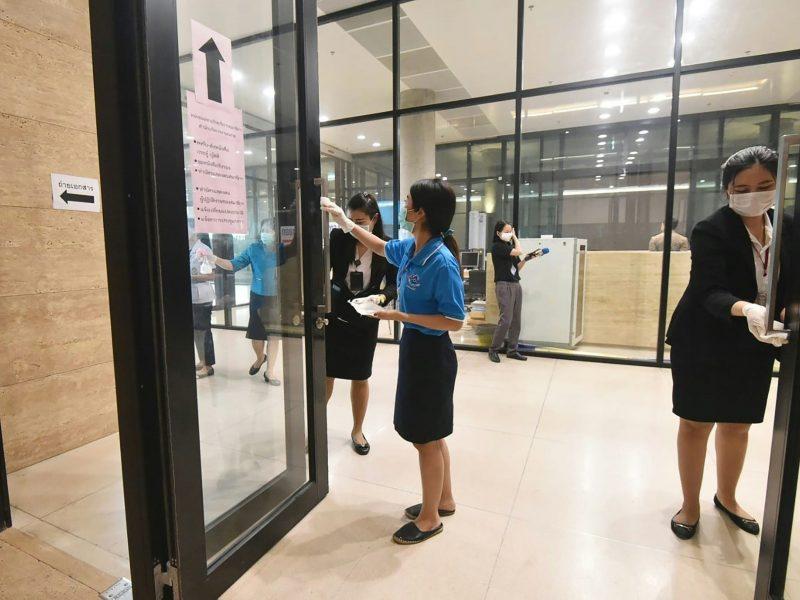 Japonijoje koronavirusas pakartotinai diagnozuotas pasveikusiai moteriai