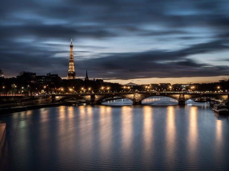 Prancūzijoje Naujųjų metų išvakarėse komendanto valandos laikymąsi prižiūrės 100 tūkst. policininkų