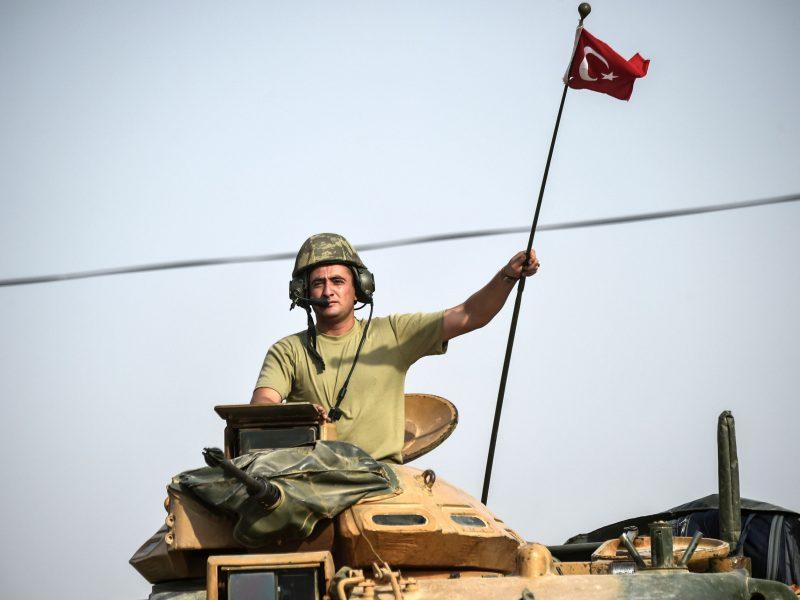 Turkija pradėjo užsieniečių džihadistų deportaciją