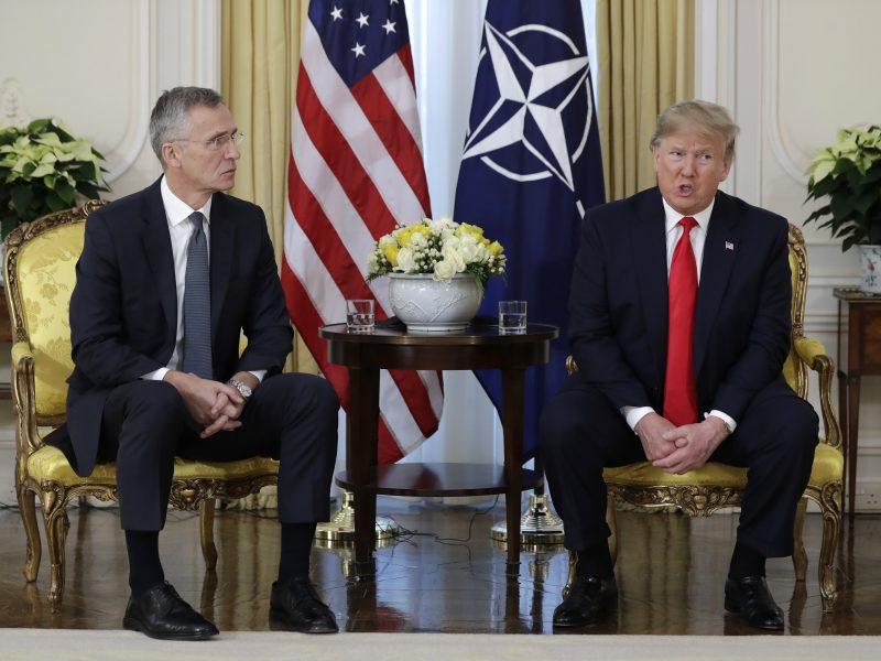 """NATO viršūnių susitikimą D. Trumpas pradeda kritika Prancūzijai ir """"skolininkėms"""""""