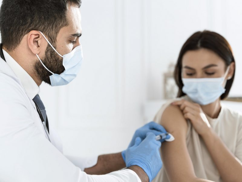 Tyrimas dėl skiepijimo nuo COVID-19 aplinkybių Žalgirio klinikoje – sustabdytas