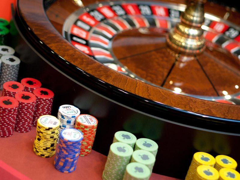 Seime į priekį juda draudimai skatinti lošimus