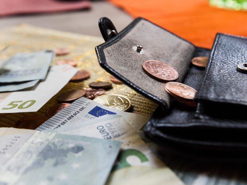 Ketvirtadalis gyventojų mano, kad ekonominė padėtis Lietuvoje pablogėjo