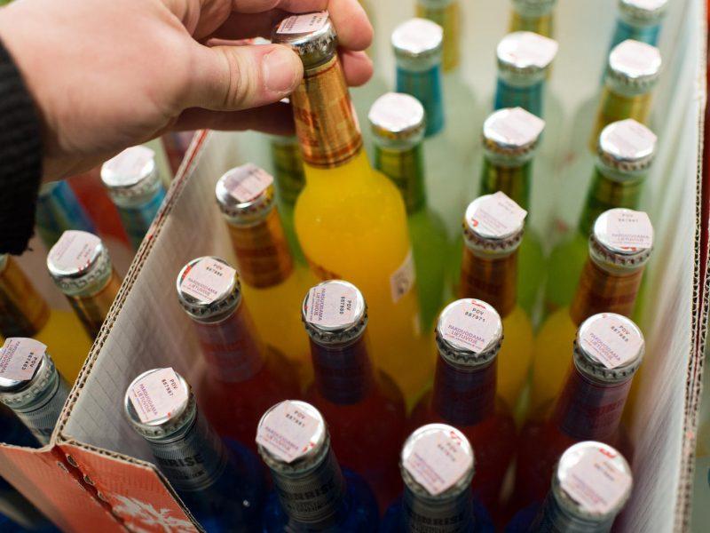 """Vyriausybė ketina sugriežtinti alkoholio """"paštomatų"""" veiklą"""