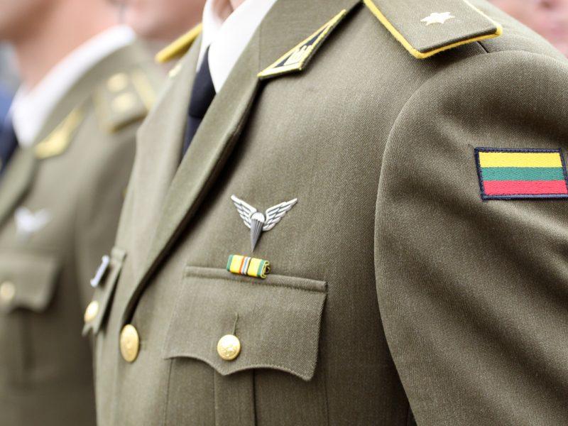 Teismas: karo prievolininkų pirmumas priimant į darbą prieštarauja Konstitucijai