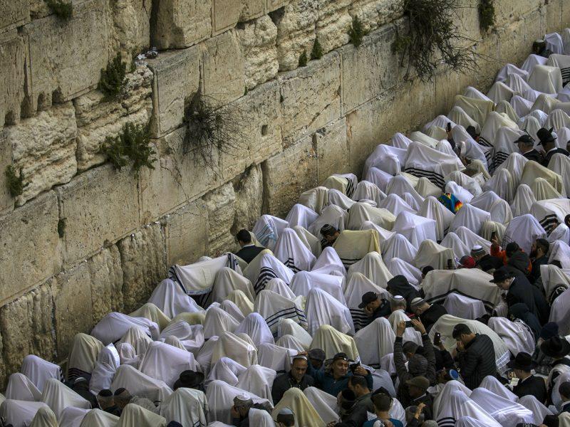 Tūkstančiai žydų maldininkų susirinko prie Raudų sienos