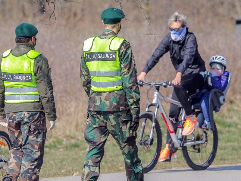 Karantino metu policijai patruliuoti padės kariai, savaitgalį – ir šauliai