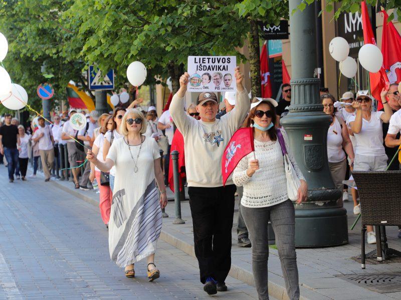"""Įvertino prezidento paramą """"Šeimų gynimo maršui"""": G. Nausėda galbūt remia naują politinę jėgą"""