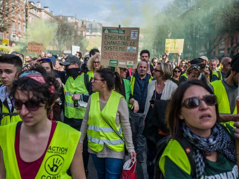 """""""Geltonosioms liemenėms"""" uždrausta protestuoti Eliziejaus laukuose"""