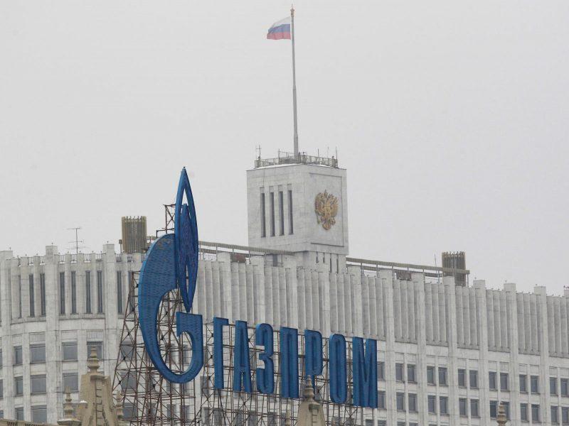 """""""Gazprom"""" praneša apie dėl pandemijos smarkiai sumažėjusį grynąjį pelną"""