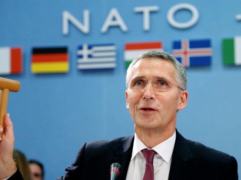 NATO ragina šalis nares toliau didinti išlaidas gynybai