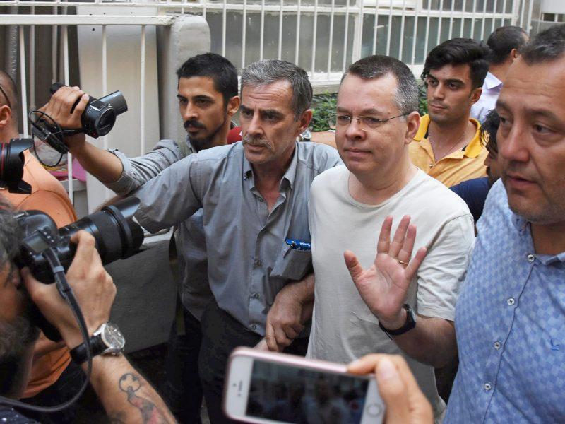 M. Pompeo tikisi, kad Turkija greitai paleis kalinamą amerikiečių pastorių