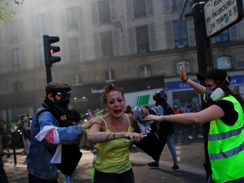 """Paryžiuje vyko """"geltonųjų liemenių"""" protesto akcijos"""