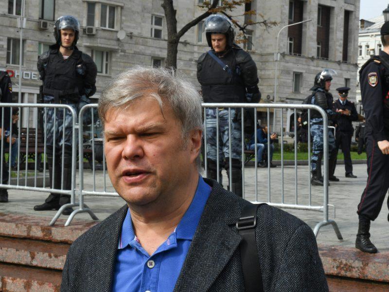 Teismas atšaukė rinkimų komisijos sprendimą iš rinkimų sąrašo pašalinti S. Mitrochiną