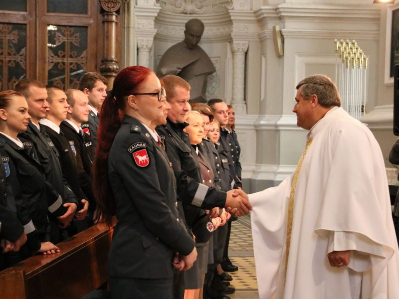 Padėkos pilietiškiems Kauno apskrities gyventojams iš pareigūnų rankų