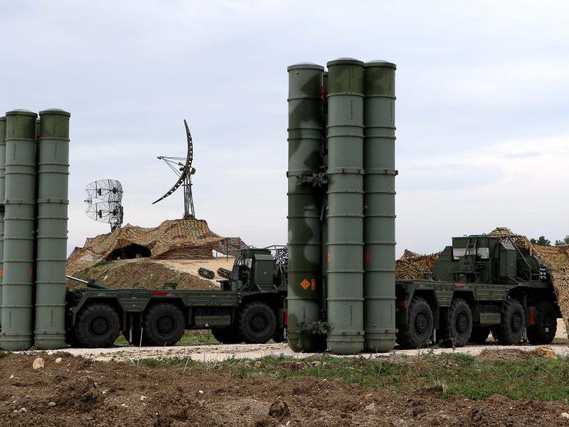 Maskva: Turkija šiemet gali įsigyti iš Rusijos papildomų raketų sistemų S-400