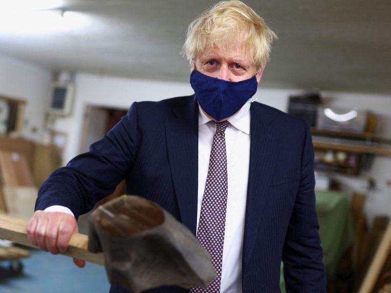 """B. Johnsonas: Britanija, ES ir J. Bidenas turi """"bendrą pagrindą"""" Šiaurės Airijos klausimu"""