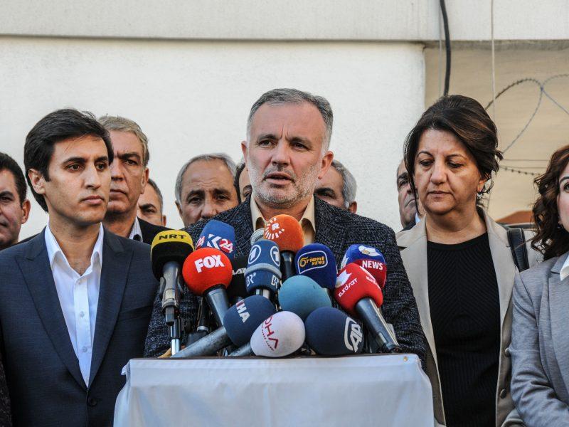 Turkijoje iš areštinės paleistas prokurdiškos partijos veikėjas A. Bilgenas