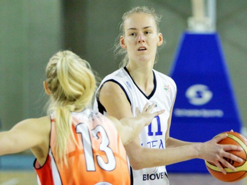 LMKL savaitės žaidėja tapo turnyro lyderių dvikovoje spindėjusi K. Alminaitė