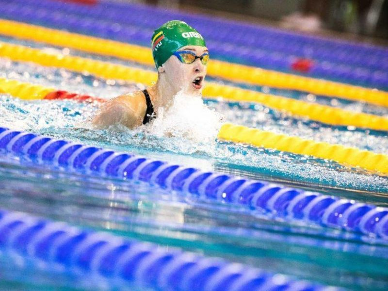 Kas stabdo talentingą plaukikę?
