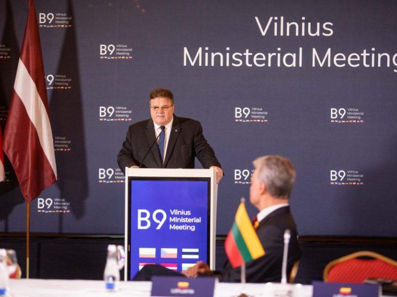 """L. Linkevičius: stiprinant gynybą, turime vystyti """"kritinį dialogą"""" su Rusija"""