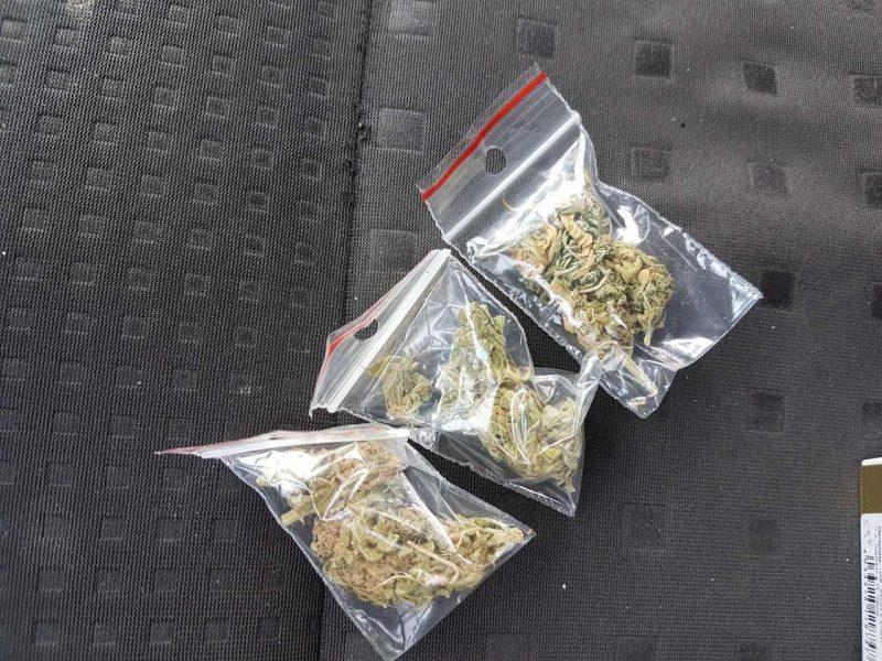 Klaipėdoje ir Palangoje policijai įkliuvo narkotikų turėję asmenys