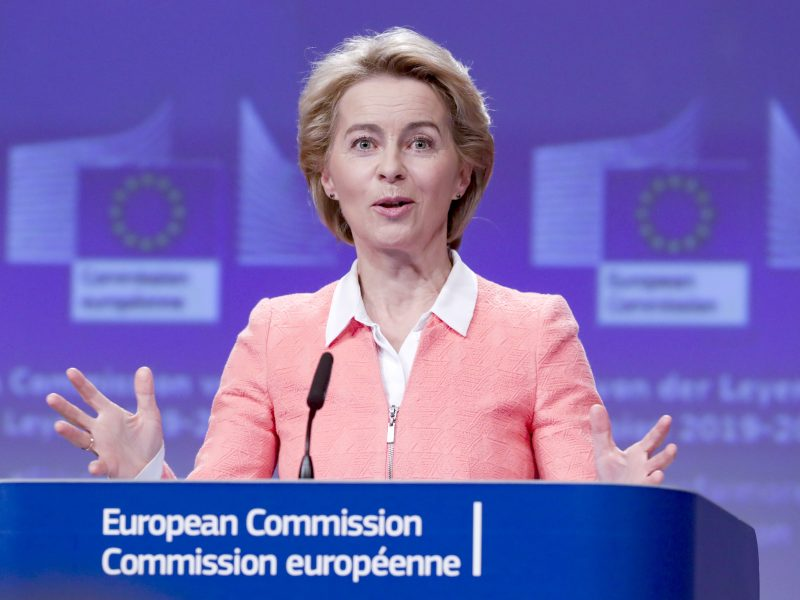 ES atstovai pakvietė U. von der Leyen aptarti kritikuojamus portfelių pavadinimus