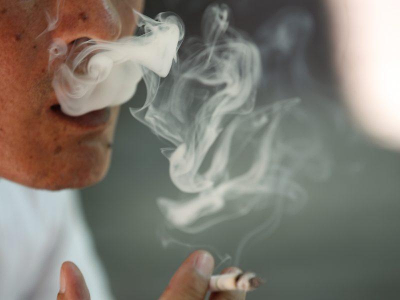 JAV tabako ir elektroninių cigarečių įsigyti bus galima tik nuo 21-erių