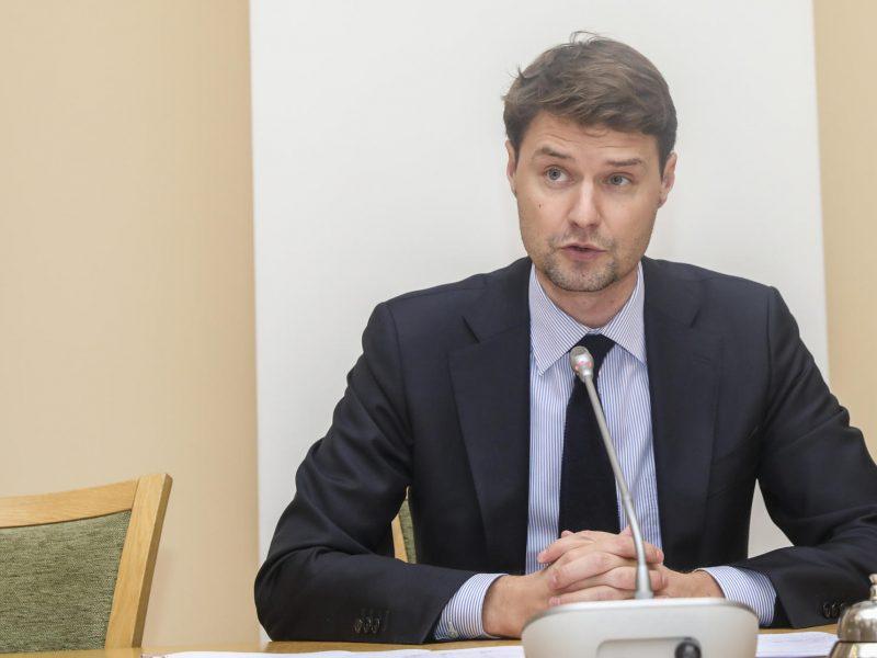 Seimas po svarstymo pritarė laikinai PVM lengvatai maitinimo, kultūros ir sporto paslaugoms