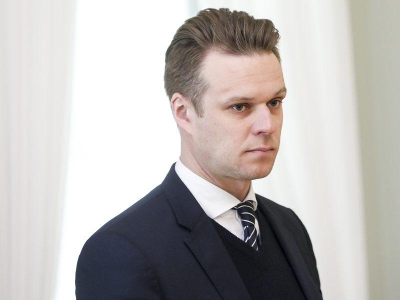 G. Landsbergis pasiūlė svarstyti, ar nereikėtų įvesti nepaprastąją padėtį