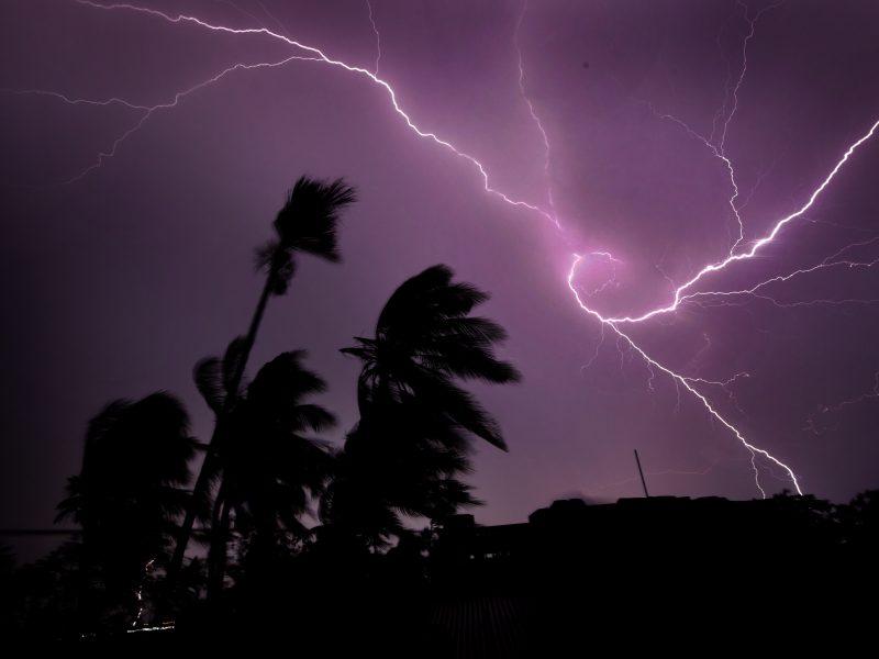 Indijoje žaibai nutrenkė mažiausiai 104 žmones