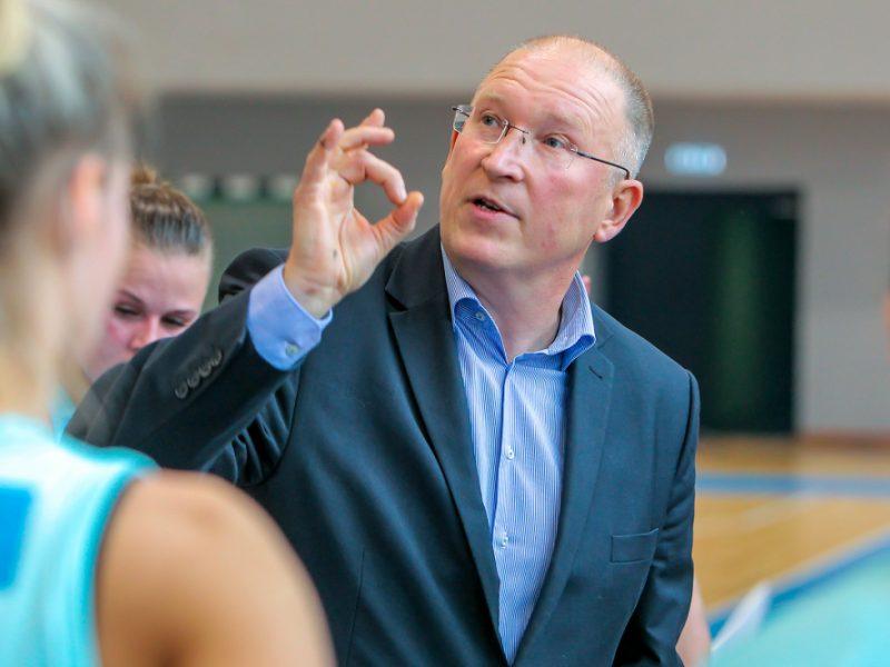 """Maištas """"Neptūno"""" moterų komandoje: krepšininkės verčia vyr. trenerį iš posto"""