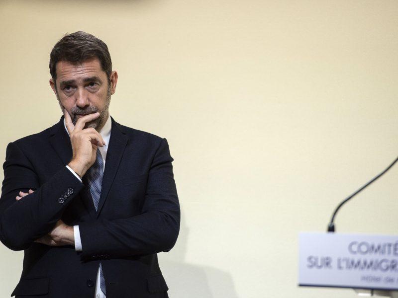 Prancūzijos VRM vadovas žada likviduoti migrantų stovyklas iki metų pabaigos